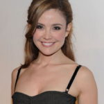 Reiko Aylesworth Body Measurements Weight Height Bra Figure Size Age & More