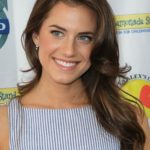 Allison Williams Body Measurements Weight Height Bra Size Age & More