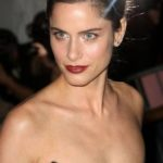 Amanda Peet Body Measurements Weight Height Bra Size Age & More